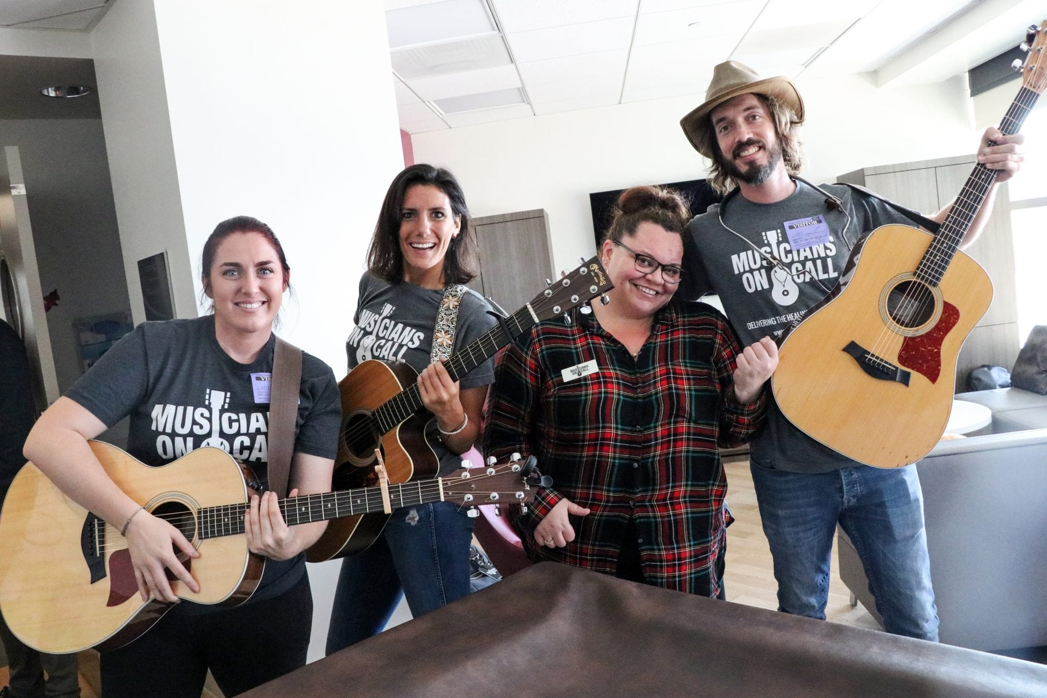 The Greatest Showman Star And Award-winning Songwriters Perform Hit Songs  From Film For Hospital Patients Through Musicians On Call - Musicians On  Call